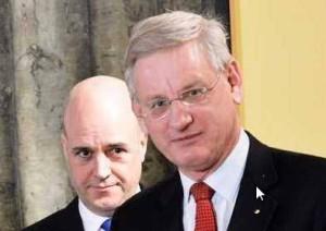 Fredrik Reinfeldt övervakar Carl Bildt